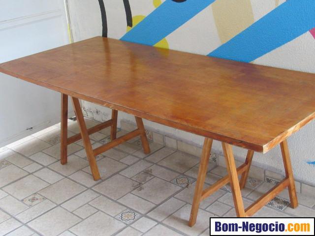 Mesa de madeira desmontável - cavalete