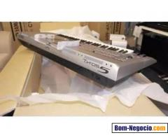 Yamaha tyros 5 keyboard With Speakers.