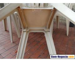 Conjunto de mesa com 04 cadeira em PVC da Marfinit