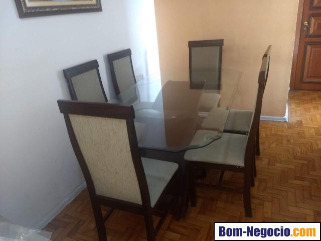 Mesa de jantar de vidro e 6 cadeiras