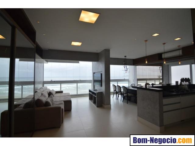 Apartamento à venda na Praia das Pitangueiras, frente total ao mar