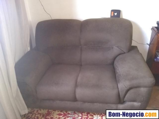 Jogo de sofá 3 e 2 lugares novinho