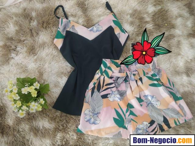 Conjunto modelo verão 2021 composto por short e blusinha