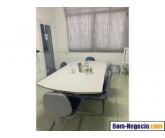 Mesa de escritorio com  06 cadeiras